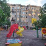 По жилому дому с детским садом в Выборге расползается трещина