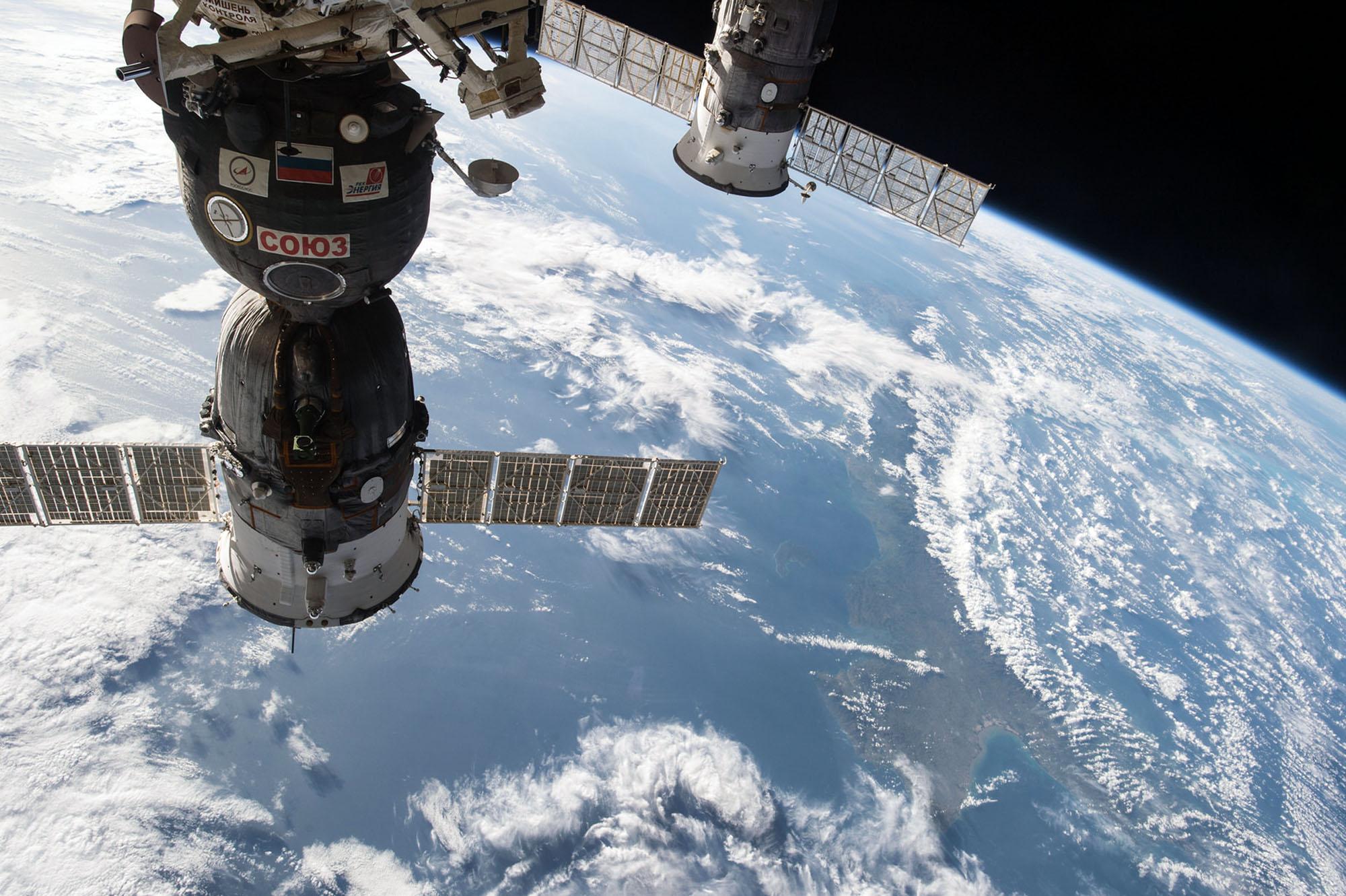 Зачем России такой дорогой космос